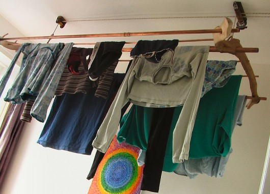 Indoor hanging clothes horse